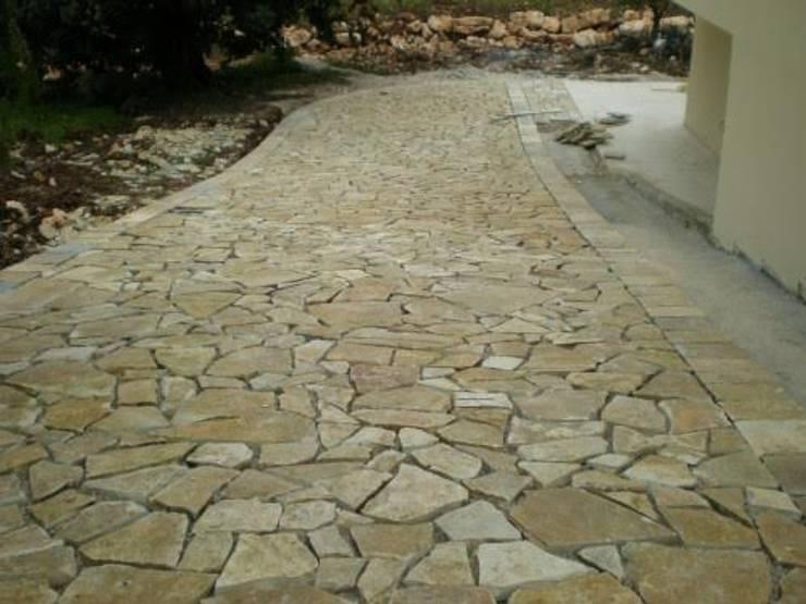 Pavimento In Pietra Di Trani : Pavimentazione esterna realizzata con scorza di cava di pietra di