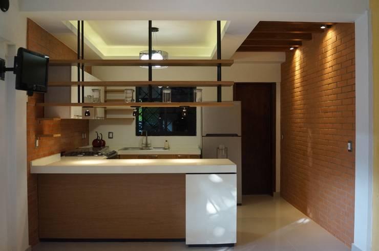Cocina Barra: Cocinas de estilo moderno por LOFT ESTUDIO arquitectura y diseño