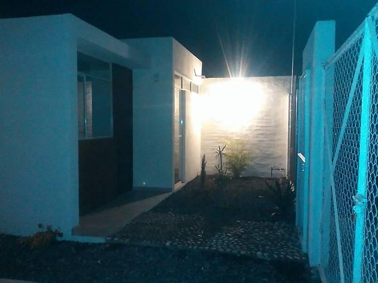 Casa en La Aldea: Casas de estilo  por Atelier X