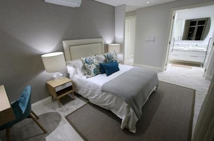 Oyster schelles:  Bedroom by BHD Interiors
