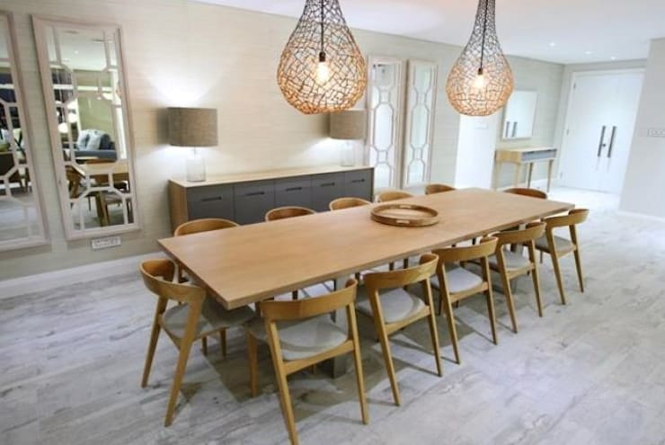 Oyster schelles:  Dining room by BHD Interiors