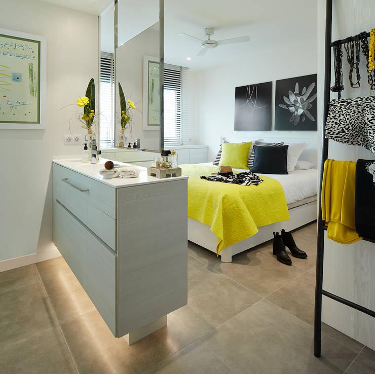 Dormitorios de estilo moderno por Molins Interiors