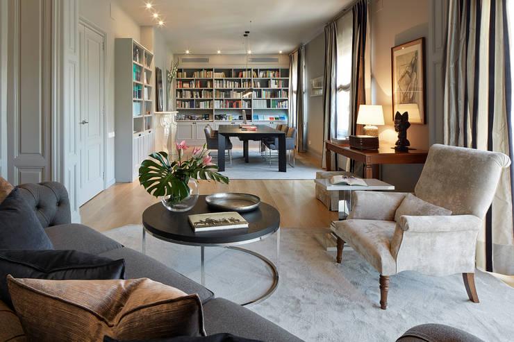 Salas / recibidores de estilo  por Molins Interiors
