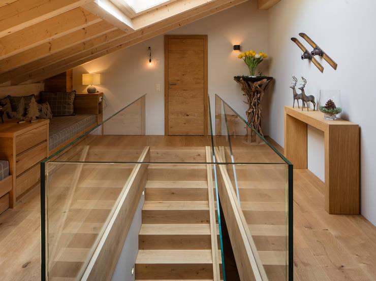 Corridor & hallway by BAUR WohnFaszination GmbH