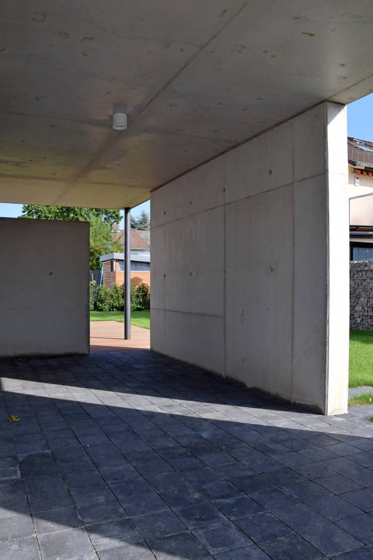 modern Garage/shed by Marcus Hofbauer Architekt