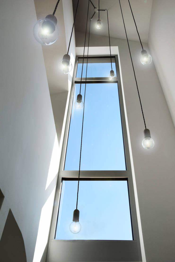 Corridor & hallway by Marcus Hofbauer Architekt