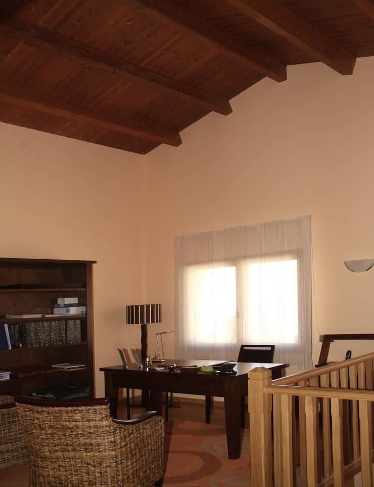 Estudios y oficinas de estilo  por RIBA MASSANELL S.L.