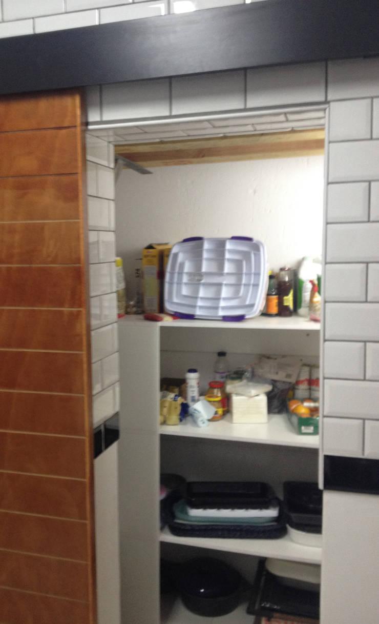 Pantry Interior 1:   by Boss Custom Kitchens (PTY)LTD,