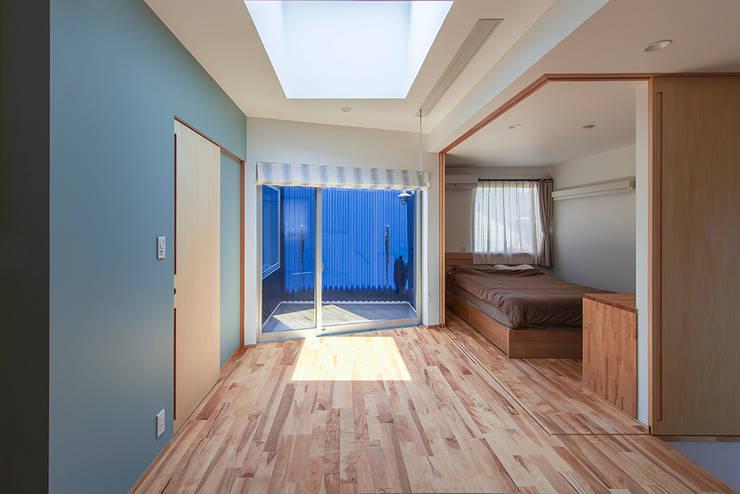 Projekty,  Pokój multimedialny zaprojektowane przez 祐建築設計事務所