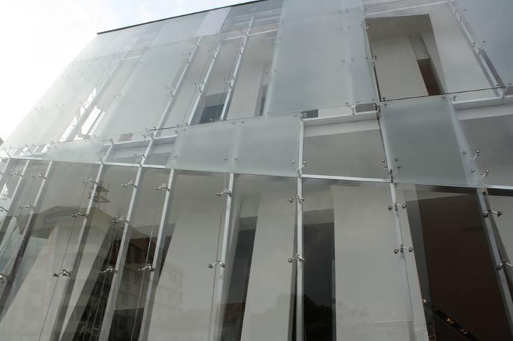 PLAZA BICENTENARIO: Centros de exhibiciones de estilo  por Templarq S.A de C.V
