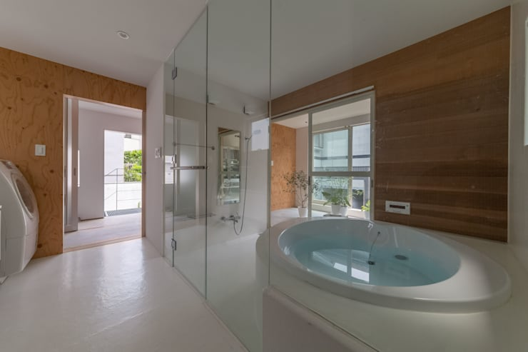 Bathroom by 水石浩太建築設計室/ MIZUISHI Architect Atelier