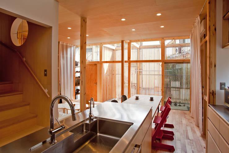 Столовые комнаты в . Автор – 水石浩太建築設計室/ MIZUISHI Architect Atelier
