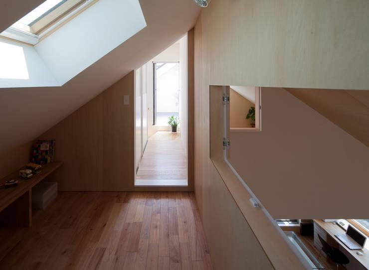 Projekty,  Garaż zaprojektowane przez 水石浩太建築設計室/ MIZUISHI Architect Atelier