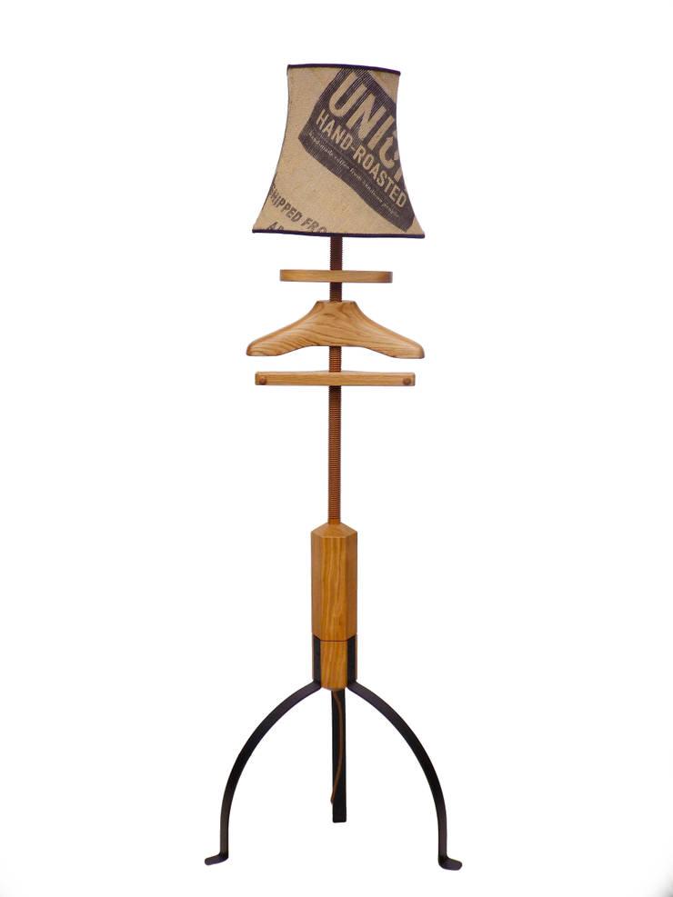 Standard Lamp Valet in oak:  Bedroom by Gentleman's Valet Company