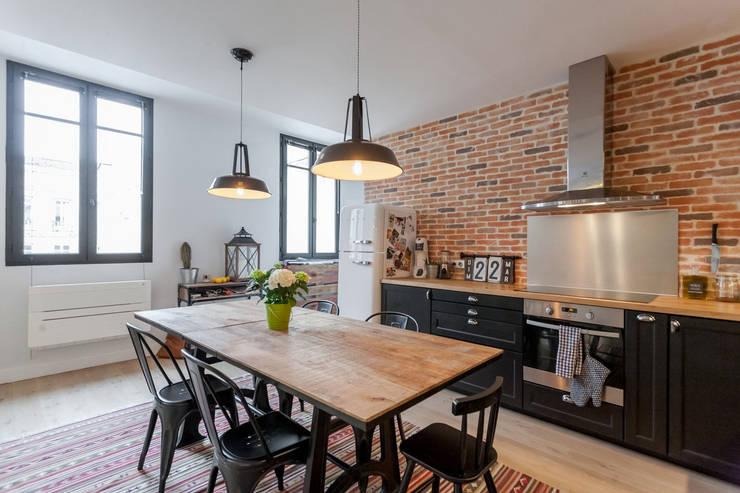 APPARTEMENT 175: Cuisine de style de style Moderne par FORT & SALIER