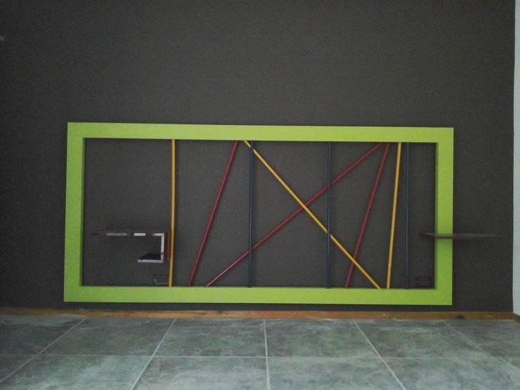 Otra casa, mi otra casa… : Dormitorios de estilo  por Marcelo Manzán Arquitecto