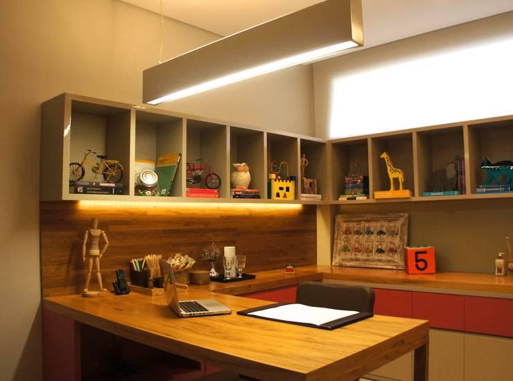 CONSULTÓRIO 13M²: Clínicas  por Elisa Vasconcelos Arquitetura  Interiores
