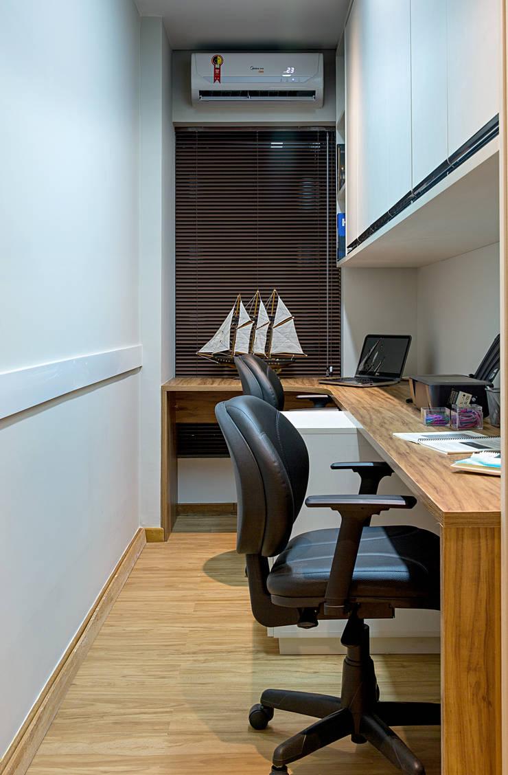 Kantor & toko oleh Bruno Sgrillo Arquitetura, Rustic Komposit Kayu-Plastik