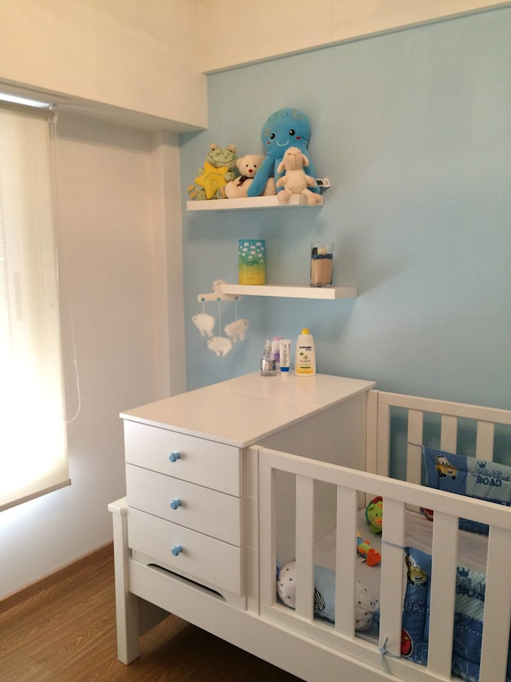 minimalistic Nursery/kid's room by BIANCHI ARQUITECTURA INTERIOR