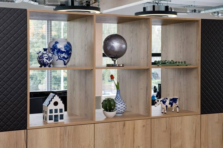 Waterline Capital:  Kantoor- & winkelruimten door All-In Living, Modern