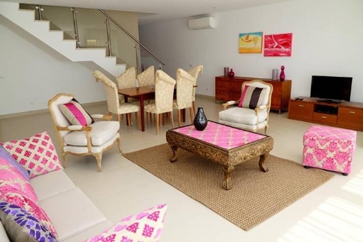 Villas Rocha 3: Salas de estar  por Atelier  Ana Leonor Rocha