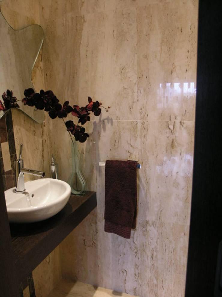 Apartamento Olhos de àgua 2004: Casas de banho  por Atelier  Ana Leonor Rocha