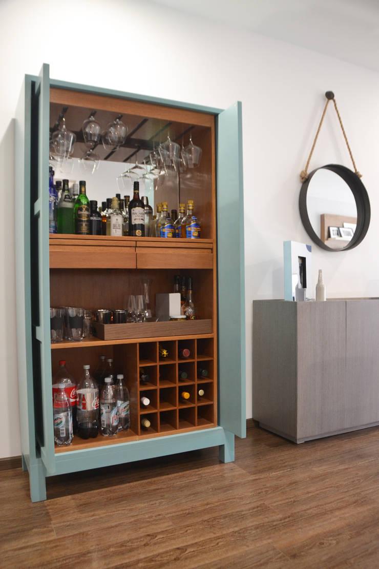 Mueble de Bar en laca: Salas de estilo  por CuboB Arquitectura de Interiores