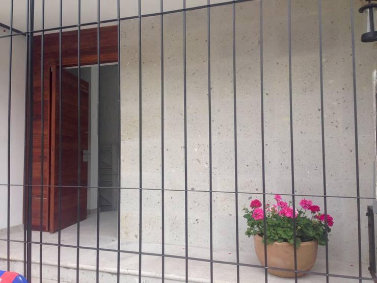 Remodelación de Casa Bosques:  de estilo  por Alejandra Zavala P.