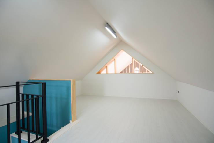 다락-1: 건축사사무소 재귀당의  방