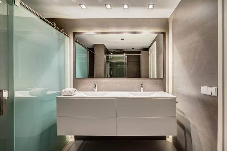 Baños: Baños de estilo  de Sebastián Bayona Bayeltecnics Design