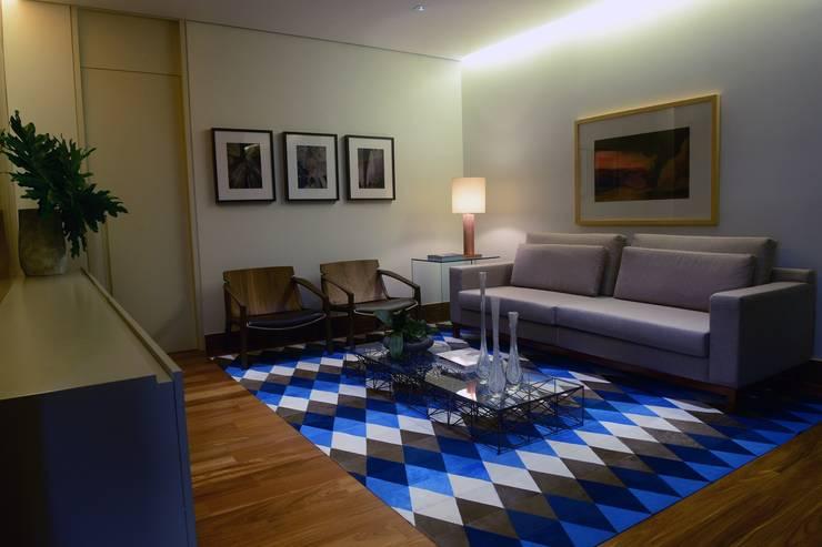 Office buildings by Elisa Vasconcelos Arquitetura  Interiores, Modern
