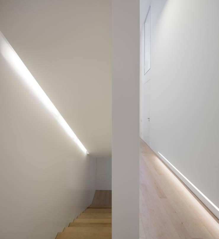 Moradia Unifamiliar na Parede. Parede 11.: Casas  por Humberto Conde R. Arquitectura Lda