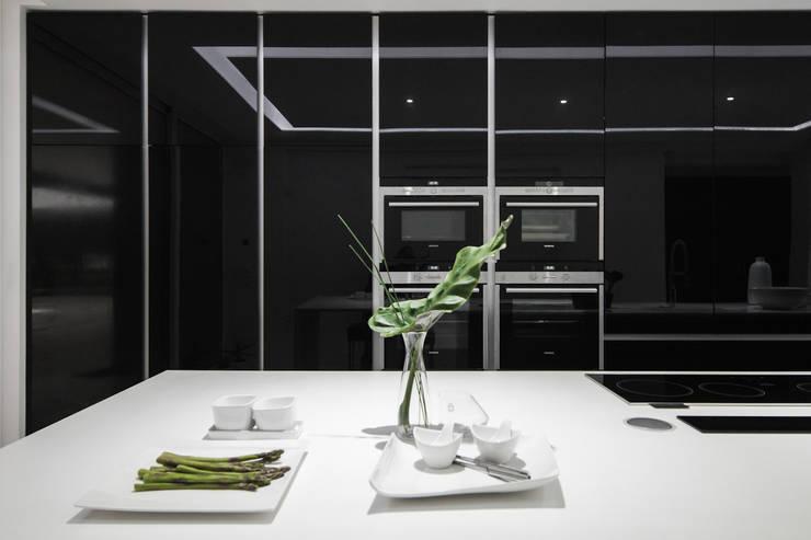 Beleza não é casual: Cozinhas  por FABRI