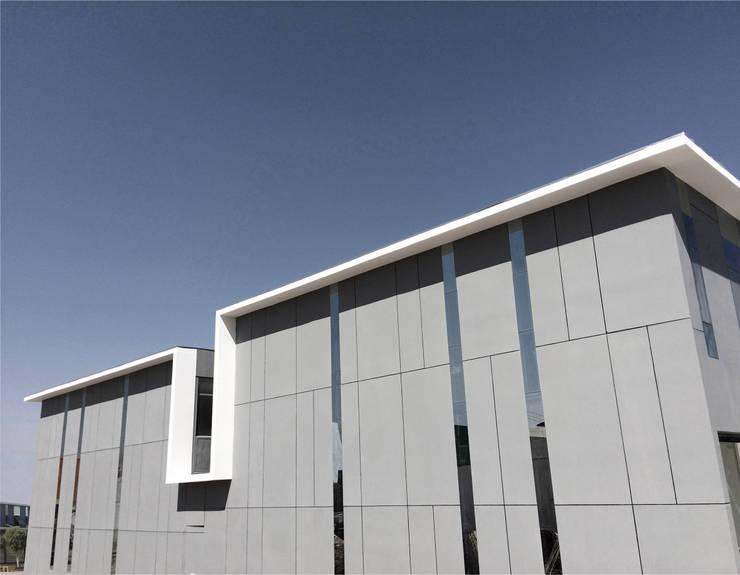 Locales Comerciales Ligure: Casas de estilo  por Constructora CONOR Ltda - Arquitectura / Construcción