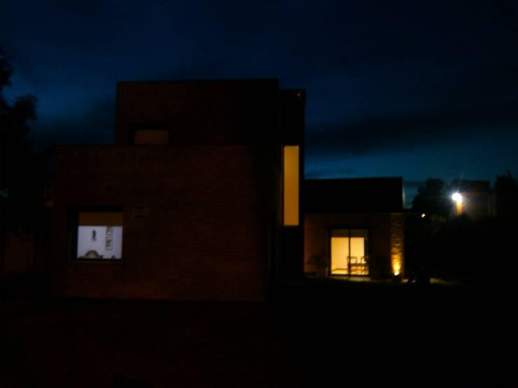 Casas de estilo  de Marcelo Manzán Arquitecto, Minimalista