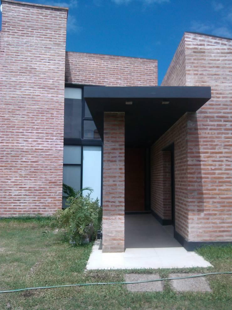 Houses by Marcelo Manzán Arquitecto, Minimalist
