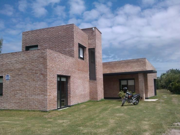 Vivienda Unifamiliar residencial: Casas de estilo  por Marcelo Manzán Arquitecto,Minimalista