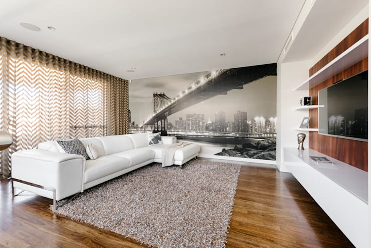 Upstairs Living Area: modern Living room by Moda Interiors