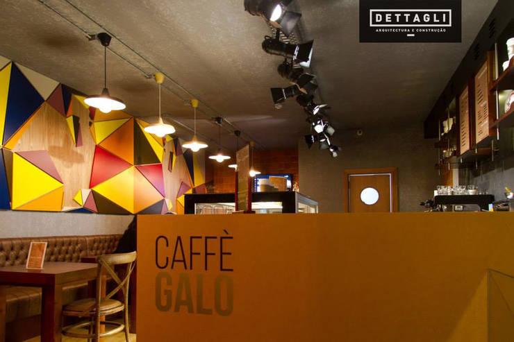 Caffè Galo - Braga: Sala de estar  por LIA - LOJA DE ILUMINAÇÃO