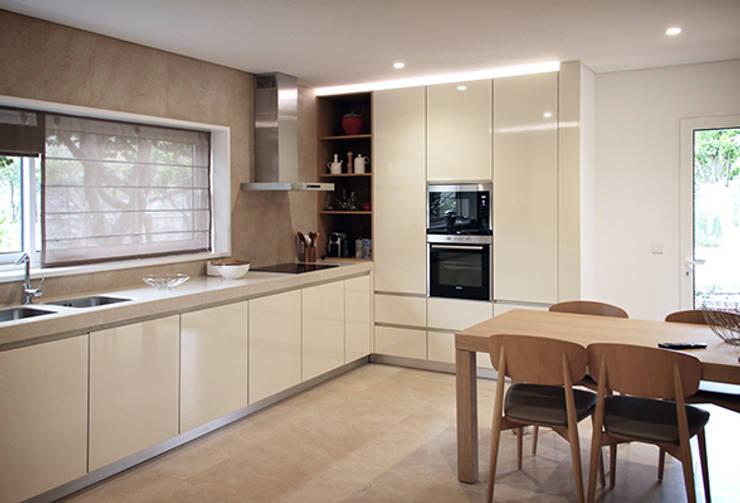 Cocinas de estilo  por ASVS Arquitectos Associados