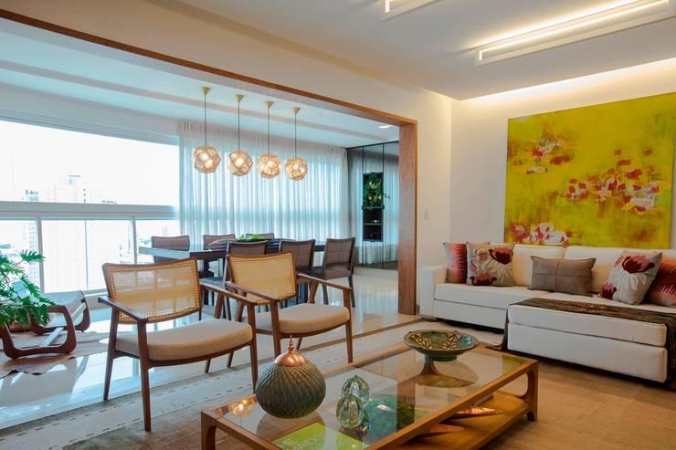 UM LAR PARA CHAMAR DE SEU! - S | Y: Salas de estar modernas por TOLENTINO ARQUITETURA E INTERIORES