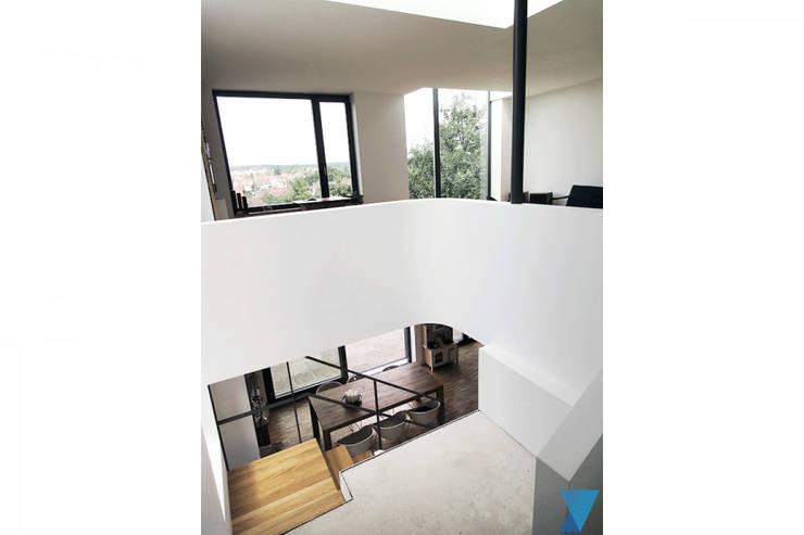Haus FTS:  Flur & Diele von yohoco - Eure Architekten