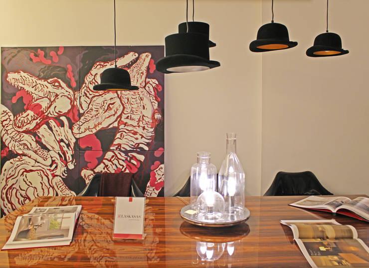 Novidades que enchem a sala de jantar : Sala de jantar  por Entre Led e Design