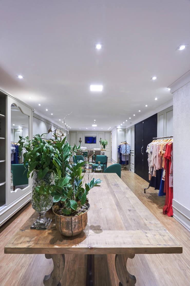 Centros comerciales de estilo  por Piloni Arquitetura, Clásico