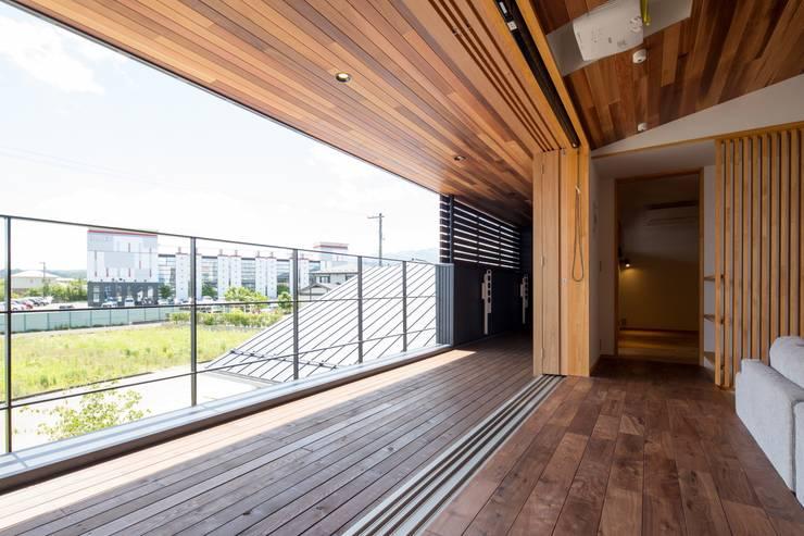 かみてつのいえ: 清建築設計室/SEI ARCHITECTが手掛けたテラス・ベランダです。