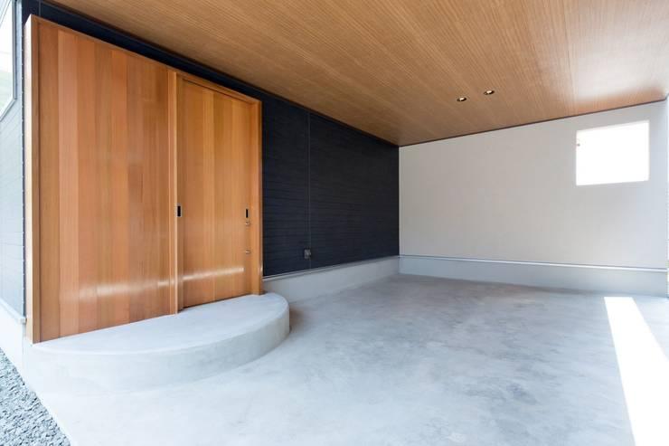 Гаражи в . Автор – 清建築設計室/SEI ARCHITECT