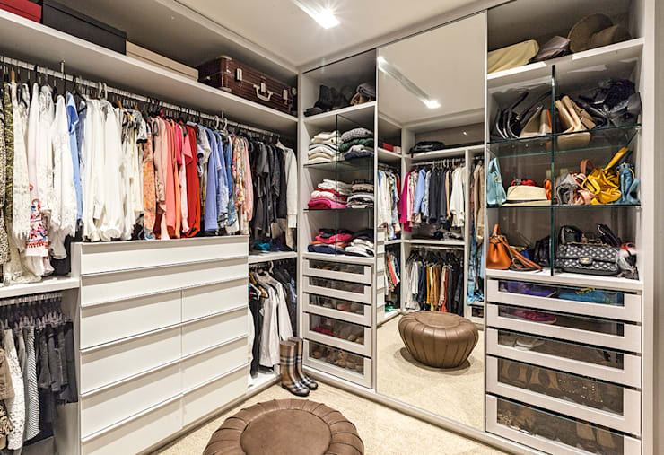 modern Dressing room by LEDS Arquitetura