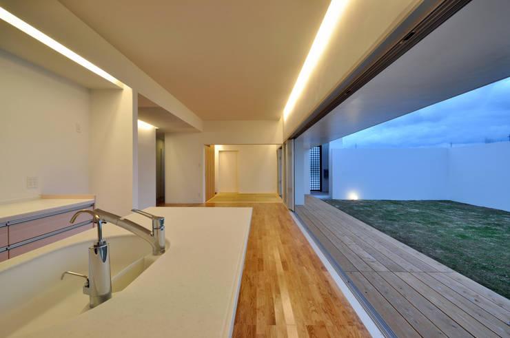 Cocinas de estilo moderno por 門一級建築士事務所