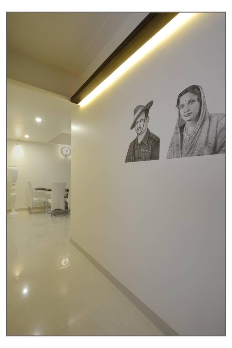Entrance Passage:  Bedroom by Navmiti Designs