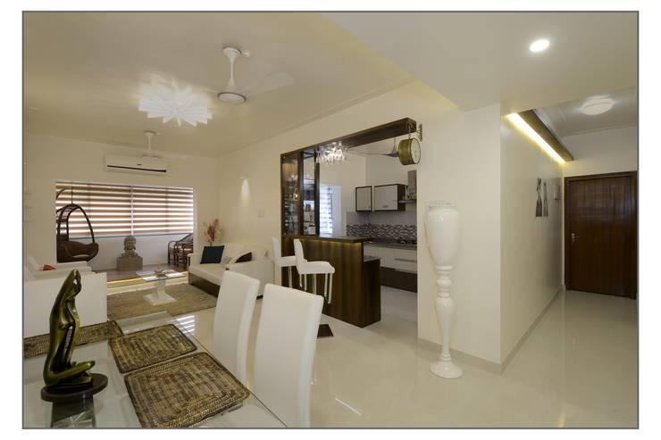 Living /Dining:  Dining room by Navmiti Designs